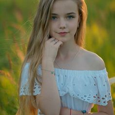 These eyes are the color of the sky, the color of cornflowers, the color of Belarus. Gorgeous Teen, Beautiful Little Girls, Beautiful Children, Young Girl Fashion, Preteen Girls Fashion, Young Models, Child Models, Teen Models, Cute Young Girl