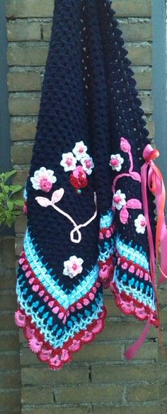 Ambela omslagdoek. I love this! The details are awesome.