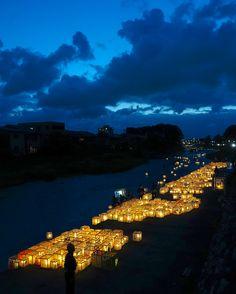 毎年百万石まつりの前夜に浅野川で開催される灯籠流し。ただひたすら美しい。
