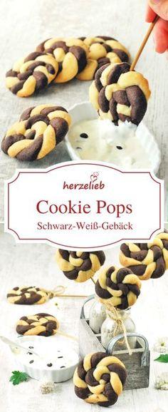Schwarz-Weiß-Gebäck Kekse am Stiel. Diese Plätzchen können gut gedippt werden. Ein wenig frickelig, aber groß in der Wirkung. Rezept von herzelieb.