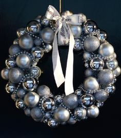 Fabulous Noel or Christmas ball ornament wreath! In matte and glossy gray and silver - so elegant! Christmas Love, Handmade Christmas, Diy Christmas Gifts, Holiday Wreaths, Christmas Decorations, Christmas Ornaments, Boxing Day, Natal Diy, Christmas Accessories