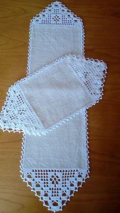 Débardeurs Au Crochet, Mode Crochet, Fillet Crochet, Crochet Lace Edging, Crochet Cross, Crochet Table Runner Pattern, Free Crochet Doily Patterns, Crochet Tablecloth, Crochet Designs