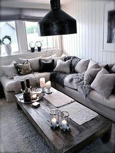 Inspiration pour un salon cosy et moderne, avec de la fourrure et des bougies a volonté. Inspiration for a beautifully cosy living room.