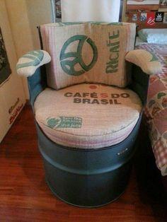 Una de las tantas alternativas para mejorar nuestro ambiente a través del reciclaje  es  reutilizando cilindros metálicos , aquellos barril...