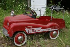 Peddle Car - I had a firetruck, but mine was more square and had wooden ladders on the sides. Those Were The Days, The Good Old Days, Old Trucks, Fire Trucks, Antique Toys, Vintage Toys, Life In The 1950s, Wooden Ladders, Country Trucks
