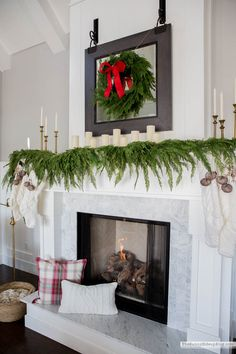 I'm so excited to share my family room Christmas decor with all of you! I mixed things up this year and love how it turned out! Diy Living Room Decor, Family Room Decorating, Family Room Design, Home Decor, Decor Room, Christmas Feeling, Cozy Christmas, Family Christmas, Christmas Goodies