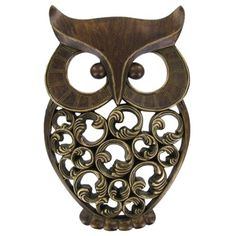 Gift this adorable antique gold owl wall decor, too cute to pass up. The owl is made of resin. The body of the owl is made of up intricate scroll work.