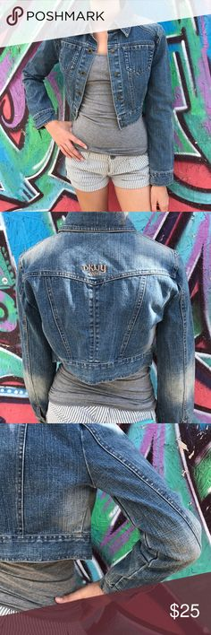 DKNY Cropped Denim Jacket sz XS In great condition cropped denim jacket from DKNY Jeans. Worn 2-3 times. Size XS. Dkny Jackets & Coats Jean Jackets