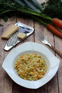 Risotto with leeks and carrots - Végétalien - Vegetarian Recipes Vegetarian Recipes Videos, High Protein Vegetarian Recipes, Heart Healthy Recipes, Healthy Dinner Recipes, Diet Recipes, Healthy Food, Dessert Recipes, Plat Vegan, Italian Recipes