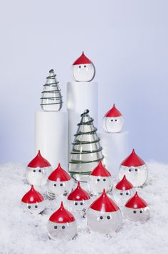 """""""Weihnachtslandschaft""""  mit Weihnachtsbaum und """"Santa"""", einer kecken und witzigen Variante des """"Jultomte""""."""