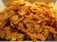 Der Mandelkrokant eignet sich zum Dekorieren von Süßspeisen, Kuchen usw. …oder zum Naschen :) Zutaten: 2 EL Zucker 2 EL Mandelblättchen Zubereitung: Vorsicht bei der Zubereitung, geschmolzene…