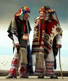 Dancers for the Danza de Los Viejitos. The Danza de los Viejitos (dance of the old men) is a traditonal folk dance in Michoacán, Mexico. Mexican Style, Mexican Folk Art, Foto Face, Mexican Costume, Folk Costume, Holidays To Mexico, Mexican Heritage, Spanish Heritage, Mexico Culture