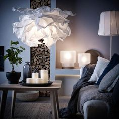 Ikea: A living room with a pendant lamp made of crumpled paper, a floor lamp with wireless charging and two table lamps with LED bulbs. Krusning Ikea, Luminaire Ikea, Wooden Lampshade, Paper Lampshade, Lampshades, Ceiling Lamp Shades, Painting Lamps, Decorating Small Spaces, Decorating Tips