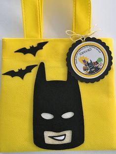 Estos tratan bolsas son un complemento perfecto para tu fiesta temática de Lego Batman. Es la manera perfecta de decir Gracias, para celebrar el día grande de cumpleaños niños! Este listado está para un set de 12 durables reutilizables bolsas Favor mini y 12 etiquetas de agradecimiento