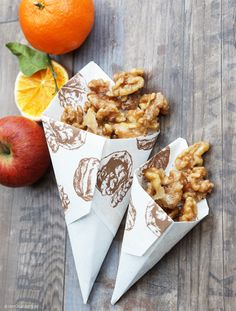 Easily make caramelized walnuts yourself Mr. Green cooks - Easily make caramelized walnuts yourself Mr. Walnuts Nutrition, Cranberry Walnut Salad, Sweet Carrot, Meat Appetizers, Snacks Für Party, Vegetable Drinks, Healthy Eating Tips, Candy, Cooking