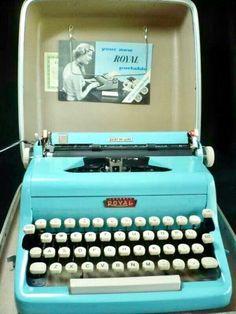 Azul Tiffany, Tiffany Blue, Aqua, Turquoise, Teal, Vintage Love, Retro Vintage, Vintage Stuff, Antique Typewriter