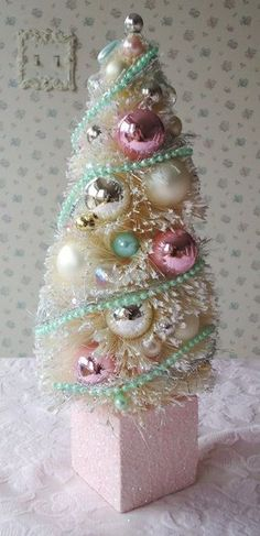 pastelchristmas.quenalbertini: Shabby Bottle Brush Tree | Etsy