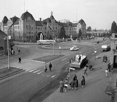 Indóház (Lenin) tér a vasútállomás előtt, szemben a Szabadság utca. Utca, Old Pictures, Historical Photos, Hungary, Budapest, Historical Pictures, Antique Photos, Old Photos, Old Photographs