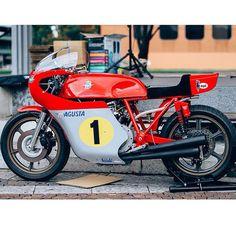 MV Agusta 500 triple signed by Agostini