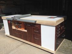Mobile table saw cabinet