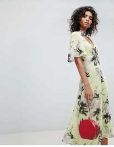 Shop Ghost floral pretty tea dress at ASOS. Order now with multiple payment and delivery options, including free and unlimited next day delivery (Ts&Cs apply). Bell Sleeve Dress, Short Sleeve Dresses, Bridesmaid Dresses Floral Print, Asos, Nice Dresses, Summer Dresses, Chelsea Flower Show, Boutique Dresses, Wrap Dress