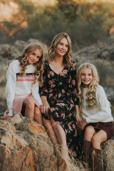 Oct 2018 - We try to have our family pictures taken once a year. Unfortunately, that doesn't always happen. Time get's away from us, but this year we are so excited to share our new pictures done … Mother Daughter Photos, Mother Daughter Photography, Sister Photography, Teen Photography, Fall Family Photo Outfits, Fall Family Pictures, Family Pics, Fall Outfits, Cute Sister Pictures