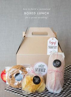 How to build a boxed lunch for a picnic or BBQ wedding! Via Snippet & Ink! CC Christina McNeill, Adelphi Events + Ruby the Fox.