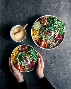Dinner Salads on @the_feedfeed https://thefeedfeed.com/dinner-salads/gatherandfeast/mexican-salad-bowls