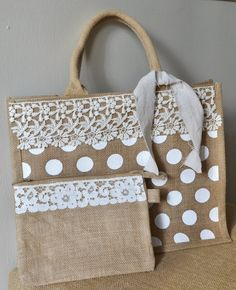 Burlap tote with lace trim