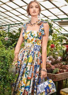 Fall- Winter Dolce & Gabbana Women's I Love Maiolica Collection High Fashion, Womens Fashion, Urban Fashion, Italian Fashion, The Dress, Couture Fashion, Fashion Dresses, Fashion Shoot, Fashion Design