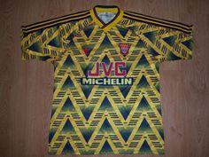 Una (muy) fea remera del Arsenal de Londres. Mediado de los 90's. #CasacasDeFútbol Arsenal Wallpapers, Football Shirts, London, T Shirts, Football Jerseys, Soccer Jerseys
