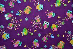 Wer liebt sie nicht? Sie flattern und schlafen; sie sitzen und kuscheln - die Eulen!  Mit diesem süßen Eulenstoff auf lilafarbenem Hintergrund könnt ihr tausende wunderschöne und supersüße Sachen nähen :-)  Eulen, wohin man sieht ...