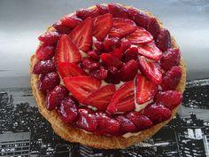 Une délicieuse tarte aux fraises. La recette sur ma page cuisine : https://www.facebook.com/pages/Cuisine-exotique-974/471663309605591?ref=hl