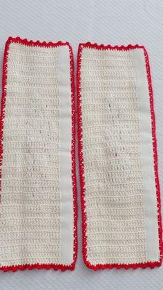 Puxadores de Geladeira confeccionado com fio duna e aplicação de folhas e flores,  Podendo ser feito em várias cores á escolher.  Quantidade: 02  Medidas:  45 x 15 cm aberto e fechado : 45 x 11 cm