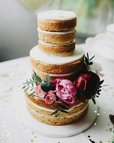 24 flower-decorated cakes for summer weddings.