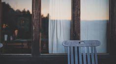Silla de madera solitario Foto Gratis
