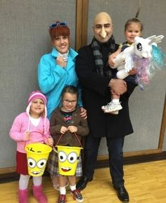 Despicable Me ( Costume Guide )  sc 1 st  Pinterest & Alyssa Milano and Her Family as Despicable Me Characters | Family ...