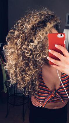 ✨ blonde curly hair ✨ blonde curls в 2019 г. Blonde Highlights Curly Hair, Ombre Curly Hair, Brown Curly Hair, Colored Curly Hair, Blonde Curls, Brown To Blonde, Curly Blonde, Curly Hair Styles, Natural Hair Styles