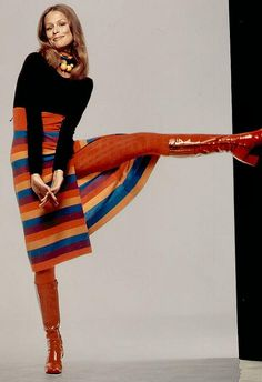 Shoes day Tuesday Lauren Hutton Style on Fresh Fash with Beth Andersen super model vintage fashion icon red stripe skirt dress tights boots Foto Fashion, Fashion History, Fashion Models, Fashion Trends, Sporty Fashion, Ski Fashion, Fashion Images, Winter Fashion, Jean Shrimpton