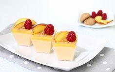 I bicchierini di pesche e amaretti sono un piccolo dessert goloso e fresco, ideale come fine pasto nelle cene estive. Si possono preparare in anticipo e...