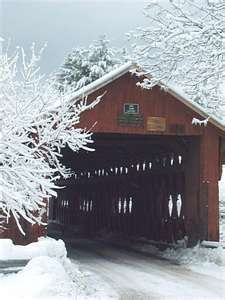 Covered bridge in Vermont . there's a lot of covered bridges in Vermont! Old Bridges, Winter Scenery, Snow Scenes, Old Barns, Covered Bridges, Winter Time, Belle Photo, New England, England Winter