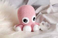 Hæklet blæksprutte Crochet For Kids, Crochet Toys, Knit Crochet, Baby Barn, Creative Knitting, Drops Design, Diy Baby, Stuffed Animals, Diy Clothes