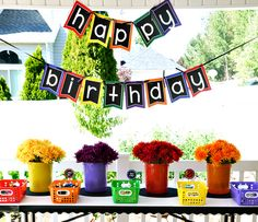 Crayola birthday party courtesy of the Hostess with the Mostess.would be cute for BTS party! Crayon Birthday Parties, Art Birthday, Birthday Party Themes, Birthday Ideas, Birthday Garland, Happy Birthday, Party Deco, Art Party, Kunst Party