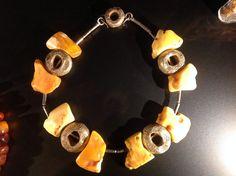 Biżuteria z bursztynu robi furorę na całym świecie. Produkty wykonane z tego surowca, podbiły serca Chińczyków.