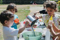 Brincar de fazer sopa de flores | Pretend to make a flower soup