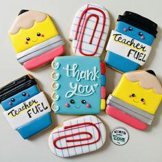 Feliz día del Maestro! Soft Sugar Cookies, Sugar Cookie Frosting, Meringue Cookies, Iced Cookies, Fun Cookies, Cupcake Cookies, Cupcake Cake Designs, Cookie Designs, Cookie Ideas