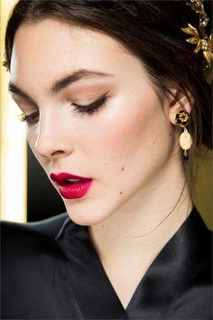Vittoria Ceretti nel backstage di Dolce & Gabbana