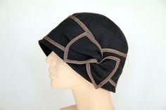 Hut mit Schleife aus Leinen, schwarz mit braun von Sirkka Design Hüte auf DaWanda.com
