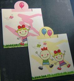 Προσκλητήριο βάπτισης  με αγόρακι και κοριτσάκι μαζί .Το προσκλητήριο είναι σαν συρτάρι και στο πάνω μέρος έχει δύο χρωματιστά μπαλόνια.