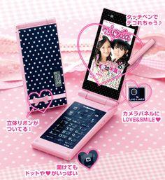 Cawaii Android keitai.Cute smart phones, for girls  スマホは女の子の方が使いこなすのが早いし、アプリも女性ユーザの意見を反映した方が良いものができるよね。
